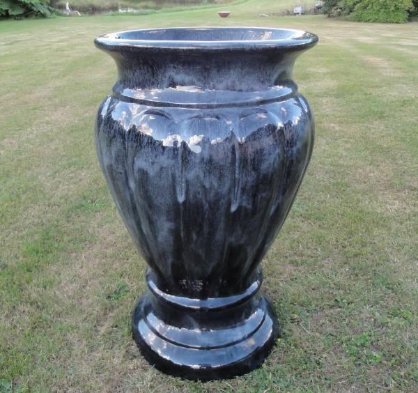 Stor glaseret vase/krukke på 1 meter / sort meleret keramik
